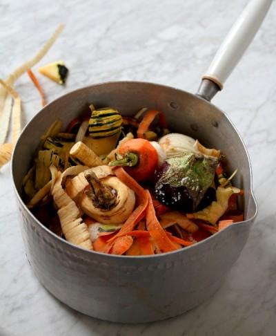 épluchures pour bouillon de légumes
