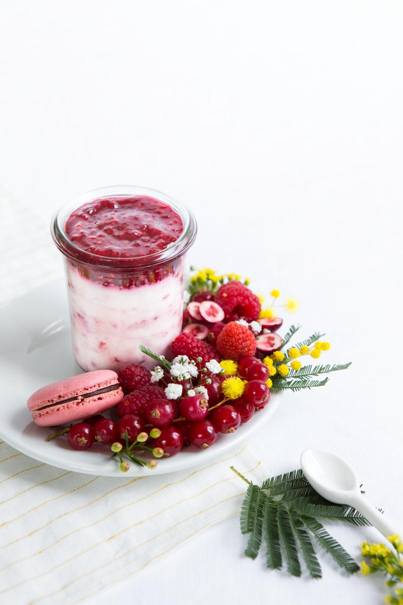 petit-pot-et-assiette-de-fruits-rouges
