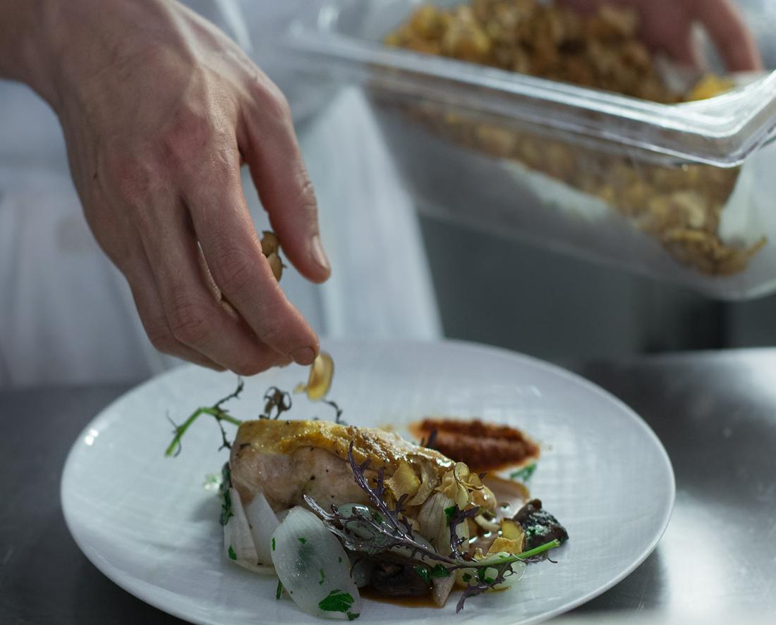 poulet-feuille-de-moutarde-creme-de-celeri-champignon-chou-chips3