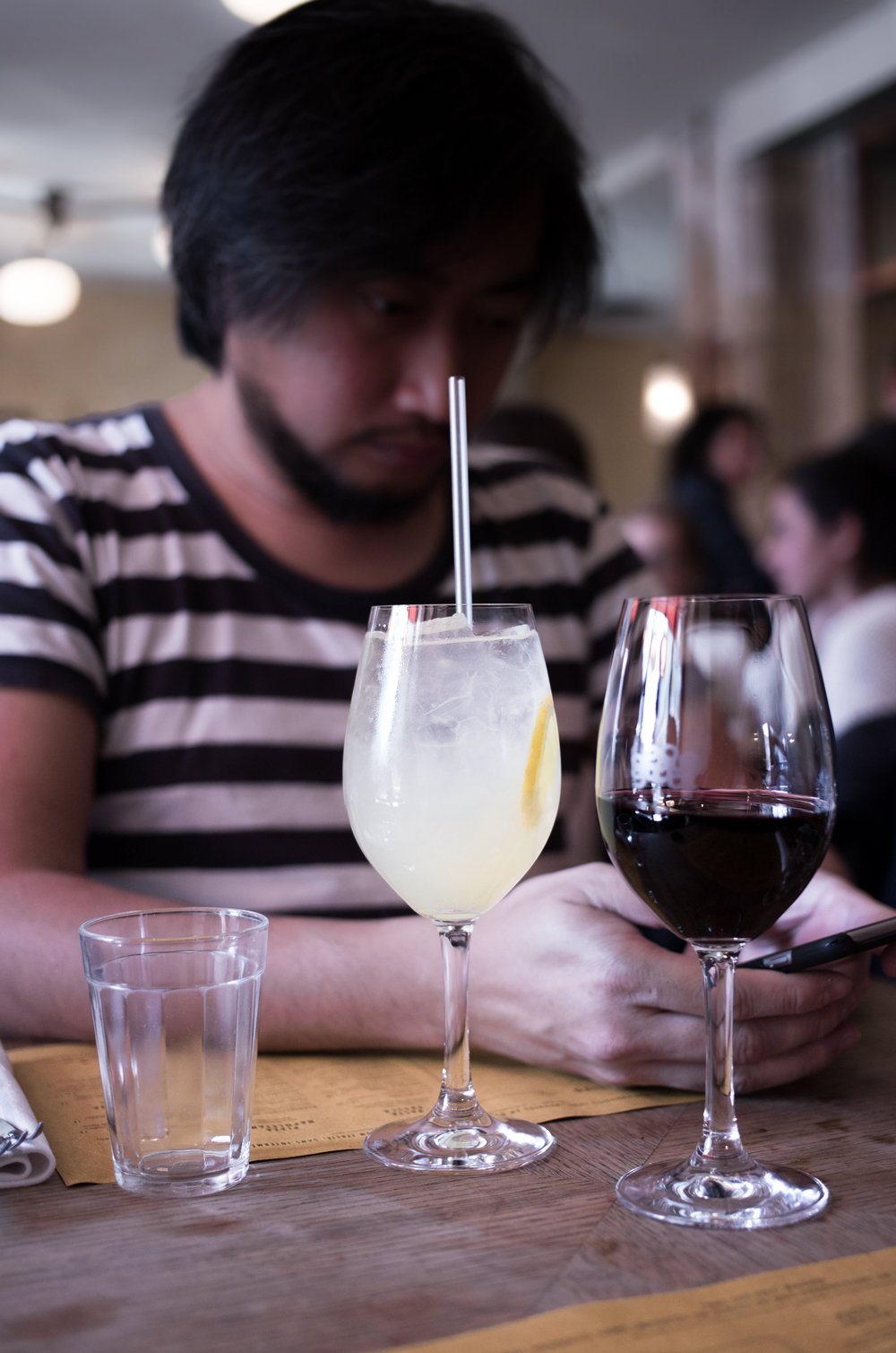 Citronnade et vin rouge sicilien