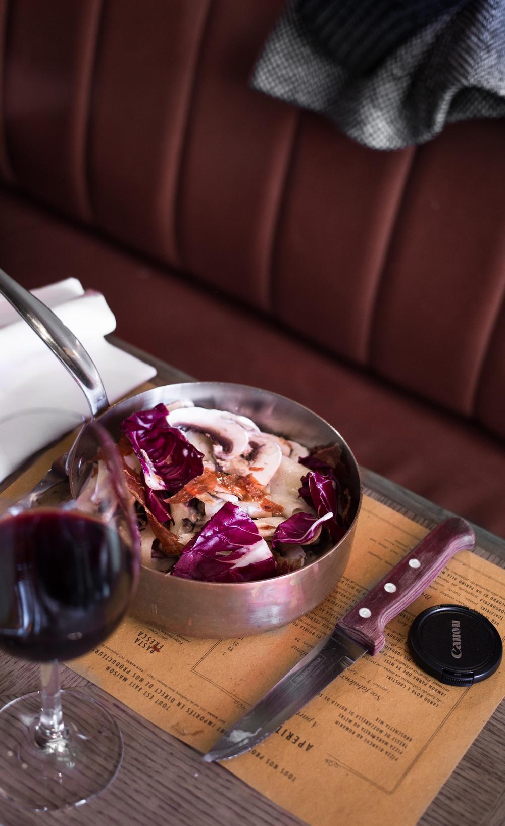 parpadelle-crème-de-gorgonzolla,-jambon-crispy-noix-coeur-de-trévise-et-champignon-1