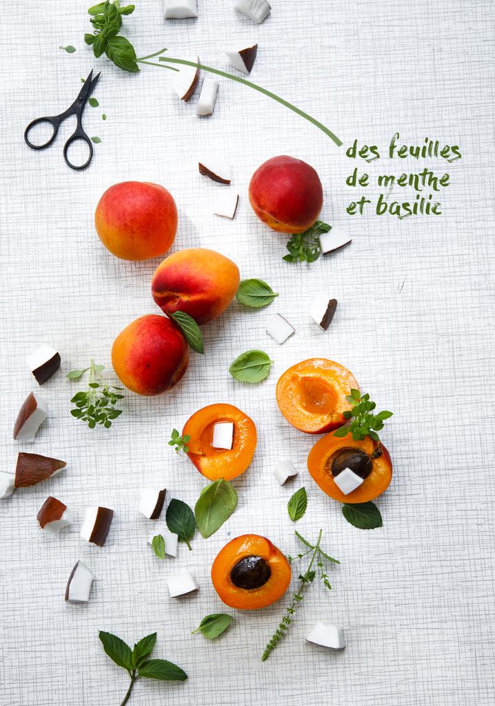 des feuilles de menthe et basilic
